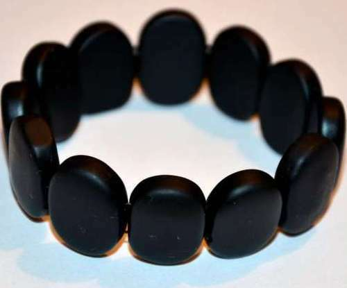 The effectiveness of the bracelet Byanshi of black jade